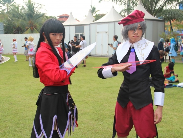Umineko no Naku Koro ni Lucifer and Kanon Cosplay